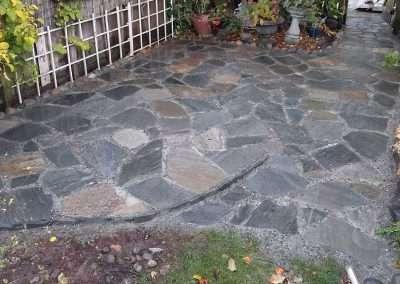 Flagstone side yard patio