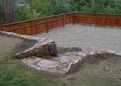 backyard fence contractor