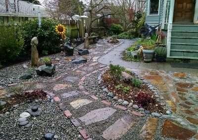 Side yard mixed rock landscape