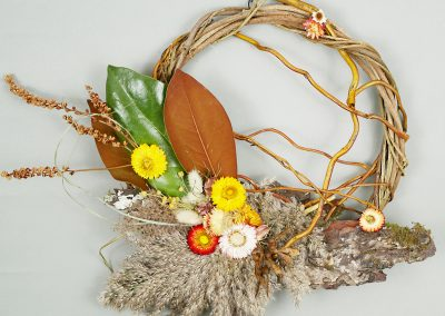 Unique fall wreath with bark